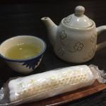 55393643 - 冷茶とおしぼり