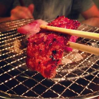 【ウッチャル】カウンターのおしゃれな空間で食べる焼肉ホルモン