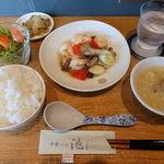55395867 - 定食A エビと色々キノコの塩炒め 1000円                       (ライス大盛・お替り自由)