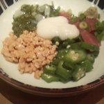 やよい軒 - おまぜのメインの納豆、オクラ、山芋、めかぶなどなど