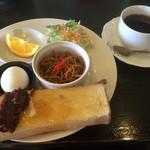 ラティーノ - 料理写真:ブレンドコーヒー300円とトースト&茹で卵のモーニング
