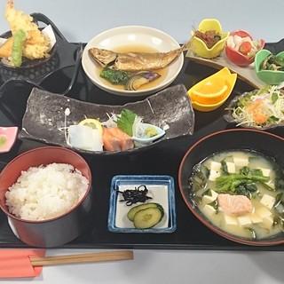 彩り旬菜ランチ(A)1080円