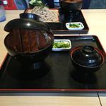 明治亭 - ソースかつ丼。ふたを持ち上げています('16/08/30)