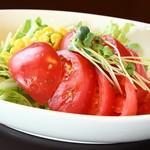 虎串 - 日替わりサラダが数種類から選べます。