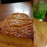 55406769 - 単品のアーモンドバタートースト400円                       めちゃ分厚くてジューシー☆                       セットのアーモンドバタートーストとは                       また違う美味しさ♪