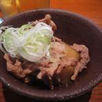 いこい - お通しの豚肉とロールキャベツ 300円 (2016.8)