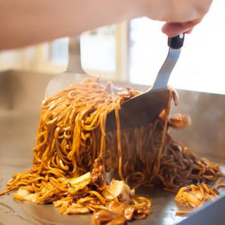 「夜鳴き焼そば」の焼そば麺が大金星オリジナル麺になりました!