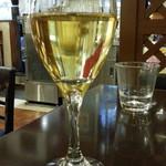 ブランディーノ - お食事のお客様用のグラスワイン300円を白で