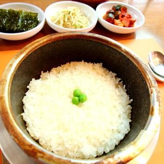 自慢の味は豆腐、スープ、石窯ご飯!