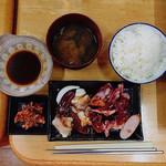 里乃家 - Bカルビ+ホルモン定食