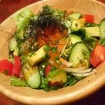 鉄板ビストロ シーフードバンク Gochi - 本日の海鮮とアボカドのサラダ
