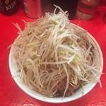 ラーメン二郎 - 小ラーメン700円野菜ニンニク?