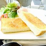 55429069 - バターたっぷりのトースト!!
