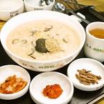 ボンジュク&ビビンバcafe - 秦の始皇帝が不老長寿の薬として探し求めてたあわびを入れた栄養食です。あわびの香りと香ばしいごま油の香りがさらに美味しさをひきたてます。