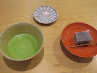 萬御菓子誂處 樫舎 - 抹茶と季節の生菓子