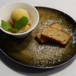 ビステッケリア エノテカ イル モーロ - リコッタチーズとへーゼルナッツのパウンドケーキ、桃のコンポート マンゴーソルベ