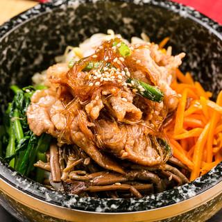 韓国料理の定番!石焼ブルコギビビンバ