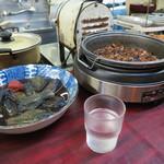 源八 - お惣菜 酒肴も並んでいます