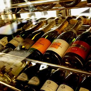 豊富な種類のワインを取り揃えております。