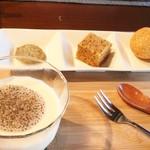きた川 - 杏仁豆腐とクッキー、蒸しケーキ、胡麻団子