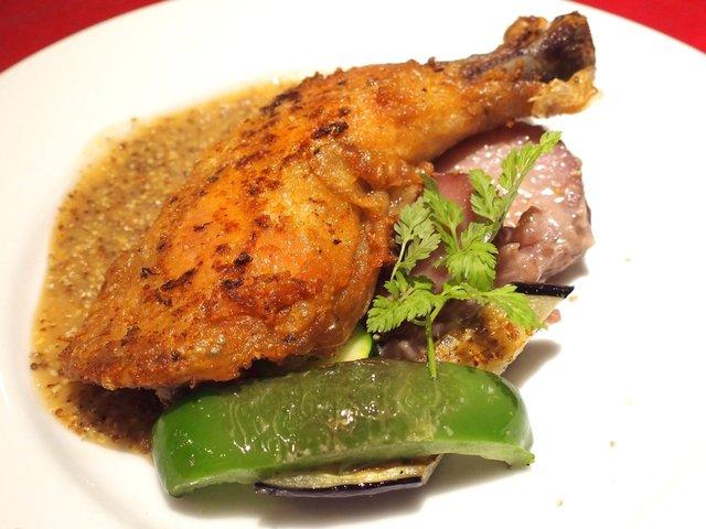 オステルリー・スズキ - <'16/08/12撮影>ランチコース 1620円 の骨付き若鶏のコンフィ 粒マスタードのソース