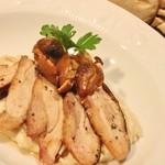 カパンナ - 大山鶏モモ肉の自家製スモークとしめじのフリット,小さなパルミャーノリゾット添え