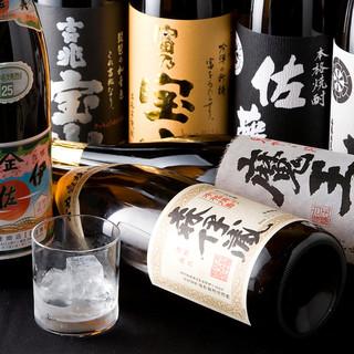 焼酎や日本酒など、九州ならではの地酒が味わえる