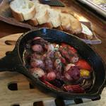 肉バル COMPLETE - 日間賀島のタコのアヒージョ