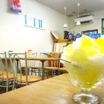 Satouoyakiten - カキ氷と店内の景色!
