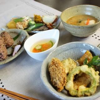 TUKURU&CAFÉのマクロビ料理「玄米菜膳」