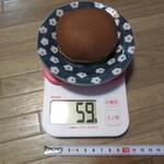 元町 香炉庵  - 黒糖どら焼き 195円 直径8㎝ 重さ59g