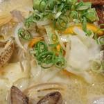 根本商店 - あさりの旨みたっぷりの鶏白湯ラーメン(アップ)