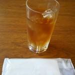 55463043 - 麦茶とお手拭き