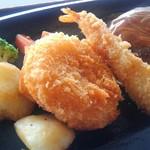 スカイレストラン グリーンズカフェ - 海老フライとクリームコロッケが付きます。