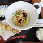 濱家 - ゆべしぶっかけうどん(温・冷) 750円。                             今回は冷たいぶっかけにしました。                             小ご飯とちくわ天が付いています。