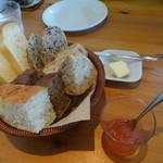 55464778 - ジュブリのモーニングプレート 食べ放題のパン 初回