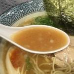 55465107 - 濃厚煮干し味玉鶏そばのスープ