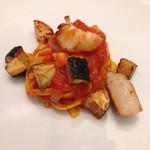 カッフェ アロマティカ - ホタテとズッキーニとトマトのパスタ