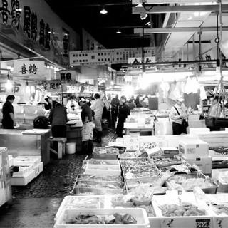 シェフが毎日、市場で仕入れる新鮮魚介と新鮮野菜