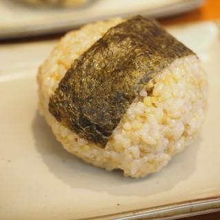 ふっくら柔らかくモチモチに炊きあがった玄米ごはん
