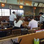 おぐまうどん - 店内をパシャ 平日の13時前です