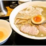 55468153 - 生玉子 50円 すき焼きっぽく麺を絡めて頂きます。