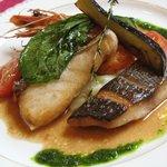 レ・ポム - ランチ:メイン・魚料理(イサキ、メダイ、エビの盛り合わせ)