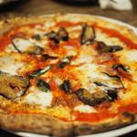 55472036 - 飲み放題付きコースの「ピザ」写真は4人前