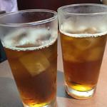 伊勢屋本店 - 烏龍茶 以前は大ジョッキの烏龍茶がありましたが、今はグラスでの提供のみです。