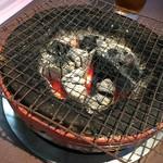 伊勢屋本店 - 七輪の火の調節も拘っています。
