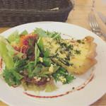 フタツボシ カフェ - ホウレン草とベーコンのキッシュ