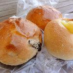 ルウブル パン工房 - ミルクブリオッシュ80円、レーズンブリオッシュ60円、チーズパン80円