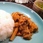 タイ ラック タイ - 筍と牛肉のレッドカレー