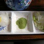 手打ちそば 松月庵 - 天ぷら用の抹茶塩、薬味など